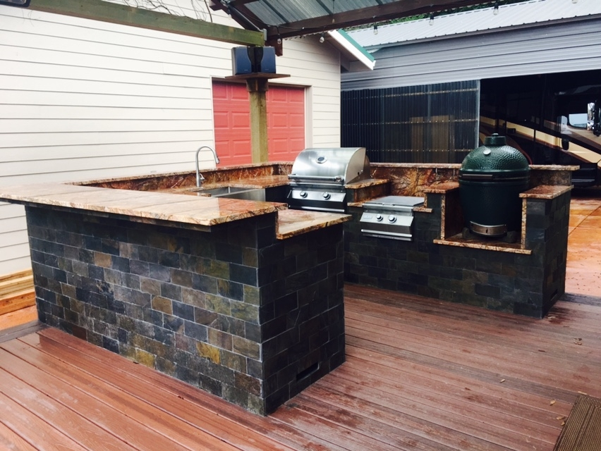 Image Outdoor Kitchen in Rainforest Brown Marble!